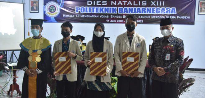 Tiga Mahasiswa Politeknik Banjarnegara Terima Beasiswa Mitra Polibara